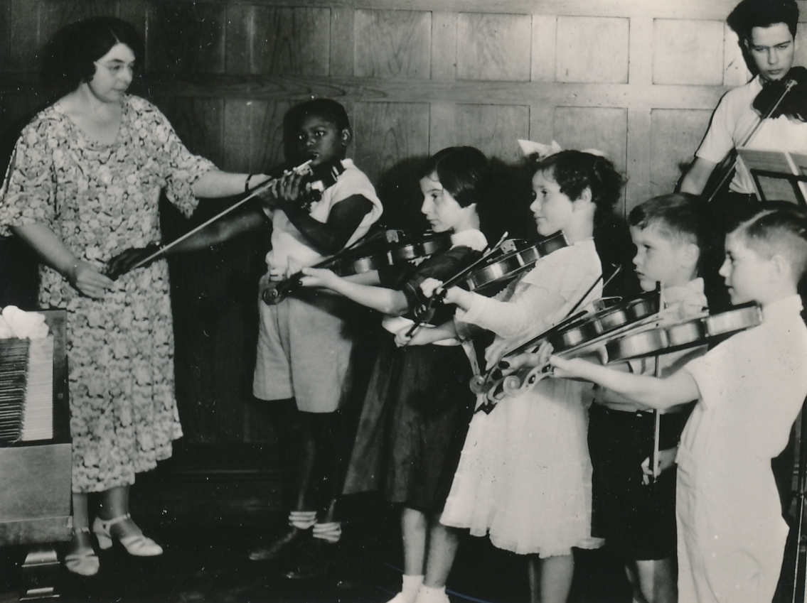 A WPA music lesson in Roxbury, Massachusetts. Photo courtesy of the National Archives (ca. 1935-1943).