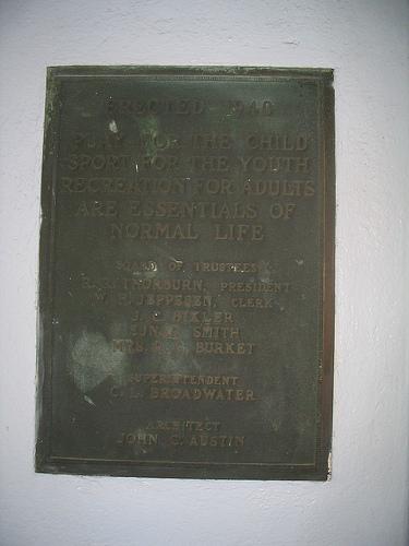Urho Saari Swim Stadium, plaque