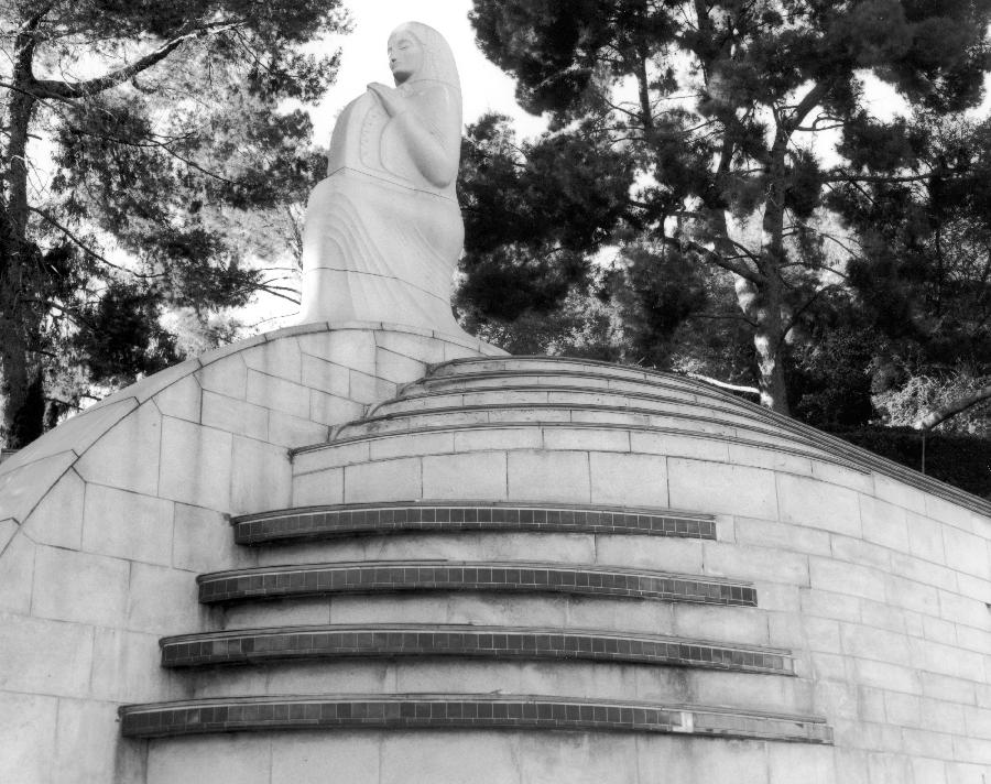 Hollywood Bowl statue