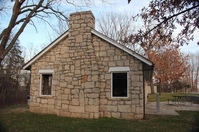 Arrow Rock State Park Picnic Shelter End