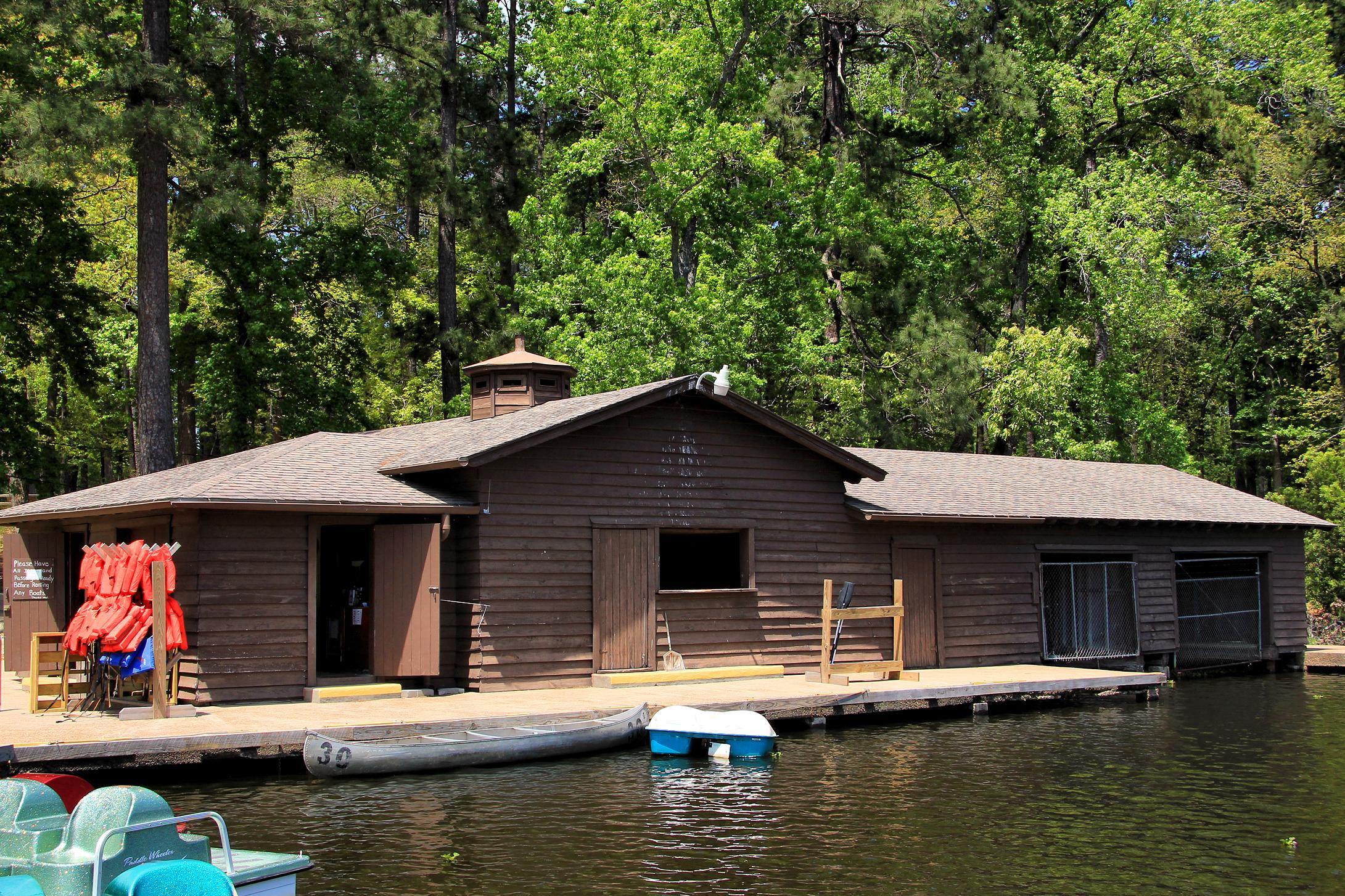 Superieur Lake Raven Boat House