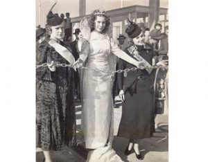 Miss Berkeley, International Queen, and Miss Oakland hold a chain barrier to the bridge at the opening ceremony.