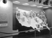 FWP display at the 1939 New York World's Fair Oversized American Guide books placed on a U.S. Map